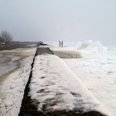 Пейзаж на границе между льдом и грязью