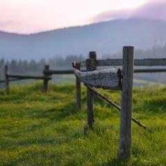 Про паркан та гори
