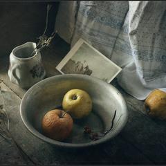 Натюрморт с яблочками..