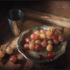 Натюрморт с виноградом..