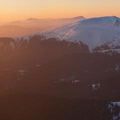 Чорногірський хребет на заході сонця