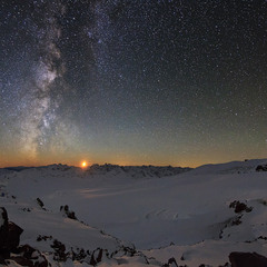 Луна над Кавказом
