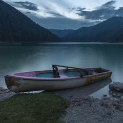 Вечер на берегу озера