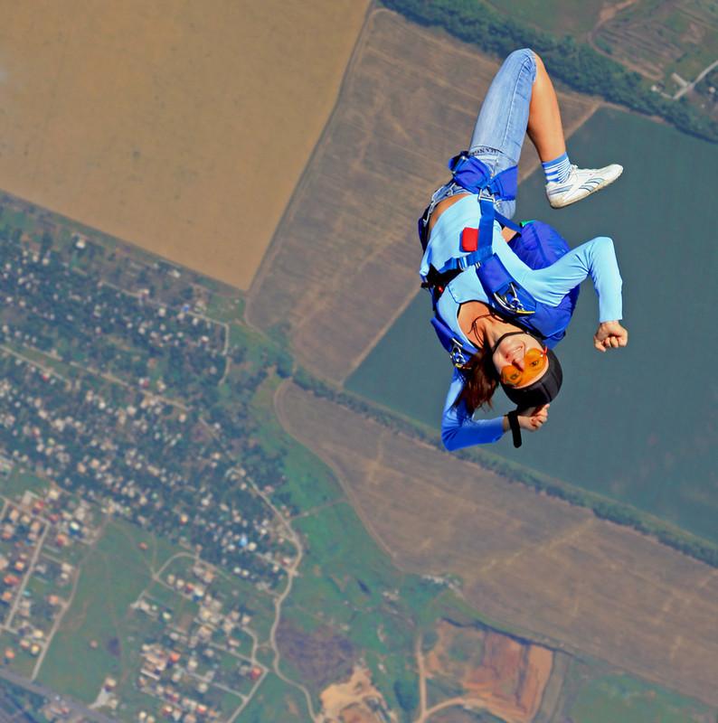 стоит девушки на парашюте фото мужское термобелье мужское