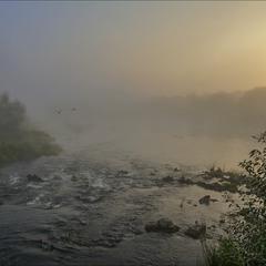 Случ просыпается, постепенно скидывая синтепоновое одеяло тумана...