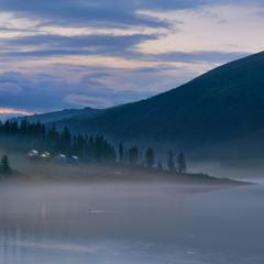 Туман на озере Аккем