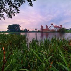 Закат у Мирского замка