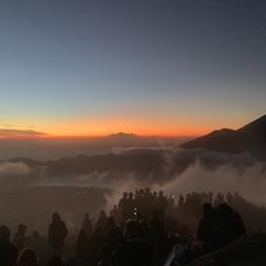 ожидание рассвета на вулкане