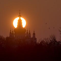 Захід сонця за Троїцьким собором