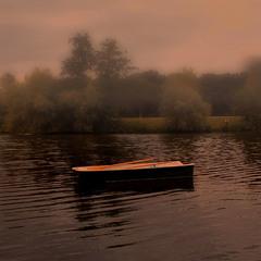 Oдинокая лодка