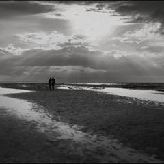 Хочу с тобой встречать закат у моря...