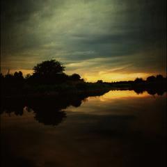 Поздний вечер на реке...