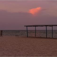 Пустынный пляж. Песчаный берег...