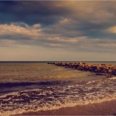 Вечер, море, облака...