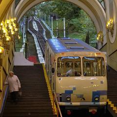 Старенький трамвай...