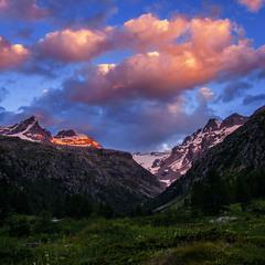 Над долиною Вальсаваранш проти ночі кояться якісь палахкотливі дійства.