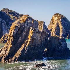 Посеред води й каменів з'явилася надія. Бувають острови свідомості, а бувають - надії.