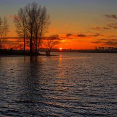 Сонце ховається за Лису Гору – відьми й відьмаки скоро позлітаються додому :)))