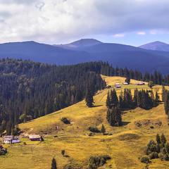 Хоча зранку сонце й вперіщило, та буде дощ над Чорногорою - хмари збираються серйозні ж бо.