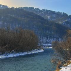 Радісний ранок на річку Уж опустився.