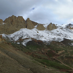 Холодно й незатишно буває часом мандрівникові весною у полях край села Доґубаязит.