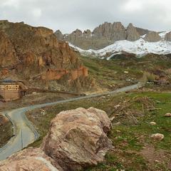Деякі дороги ведуть до храму, деякі - до мечеті,  а деякі - невідомо куди. Привіт від Ердогана.