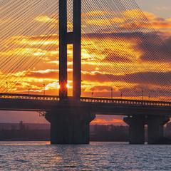Понад вантАми лине пісня ця. Південний міст в Києві разом з небом, сонцем і хмарами.