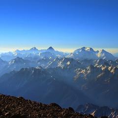 Хай вам іще присняться гори на світанку, - всіх з міжнародним днем гір.