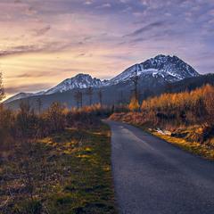 Дорога до твого села. Квітневий вечір в Татрах.