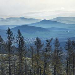 Долиною широкою погляд ковзає вранці.