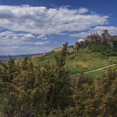 Старовинна фортеця.