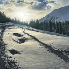 В дорозі від Сяну до Дону трапляється сліпуче сонце, гора Петрос і сяючі сніги.
