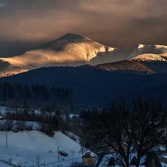 Яскрава золота гора трапилася проти ночі в селі Лазещина.