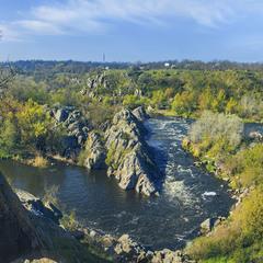 Соковитий квітневий ранок нарешті прийшов - на Річку Буог, і на її скелясті береги.