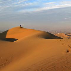 Пісок ворушиться. Сліди.