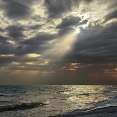 Драма на небі розігралася несподівано - коли її ніхто й не чекав: хмари зненацька затулили сонце.