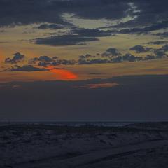 Вже поночі ми дісталися краю землі і стали дивитися в бік моря.