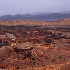 Місто поміж горами й пустелею навіває тугу ханаанську.
