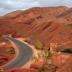 Дорога до твого села, Азіза, проти ночі.