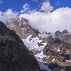 Сьогодні - міжнародний день гір - щоб ви знали. То й вітаю всіх, хто їх полюбляє, чишо!
