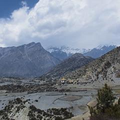 Село під горою .Непал.