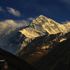 Стоїть гора, спочиває, нікого не чіпає. Це людині щось від неї все треба й треба. Так і живемо.