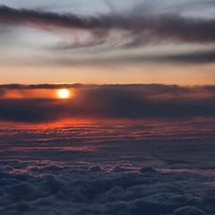 Сонце низенько, вечір близенько, вийди до мене, моє серденько.