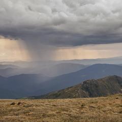 Ой наступала та й чорна хмара, став дощ накрапать...