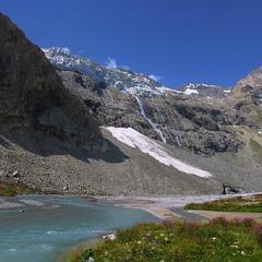 А тепер, дітки, погляньте праворуч - так із льодовика народжується ріка.