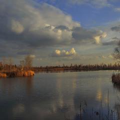Зимовий вечір на озері.