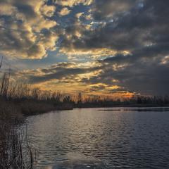 Проти ночі на озері.