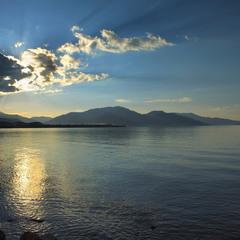 На озері Ван увечері  спокійно й тихо.