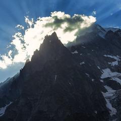 ...де Крим за горами, там сонечко сяє, там моя голубка з жалю завмирає.