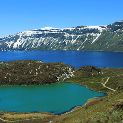 Два озера на дні вулкану.